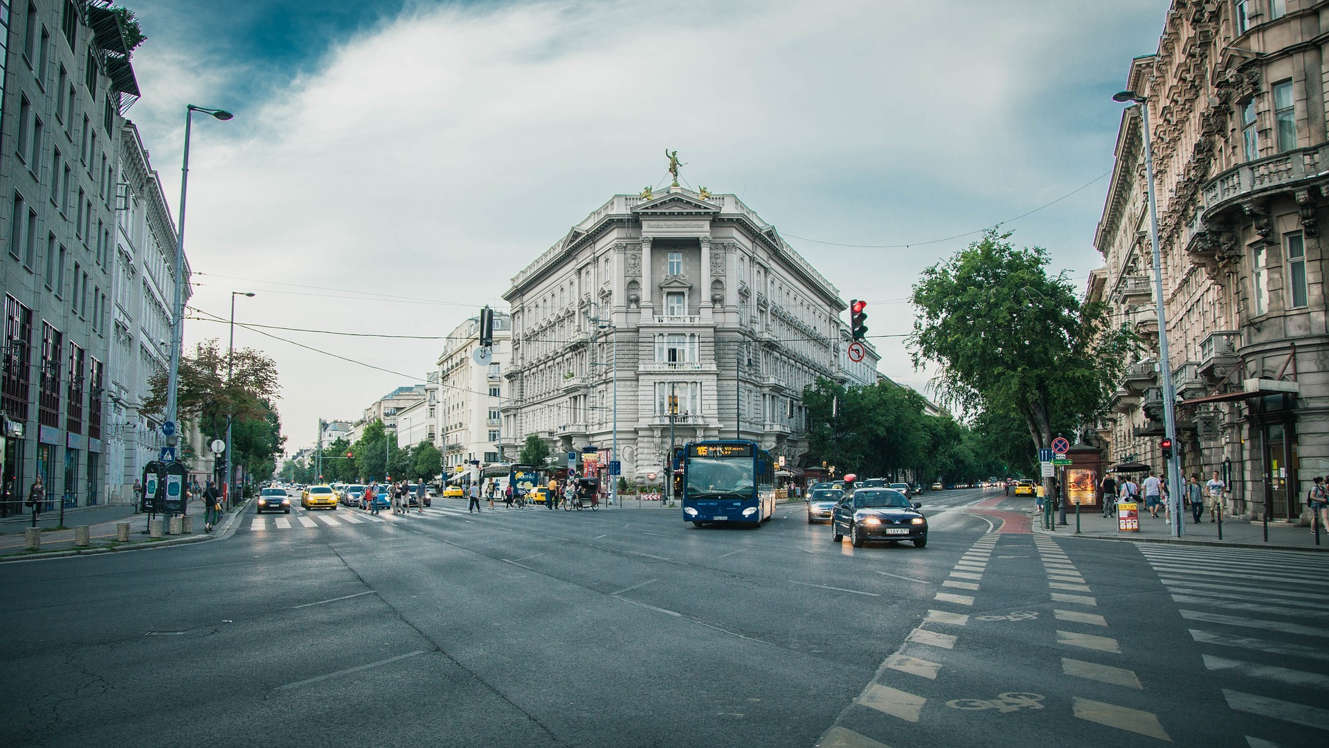 city-street-1149159_1920