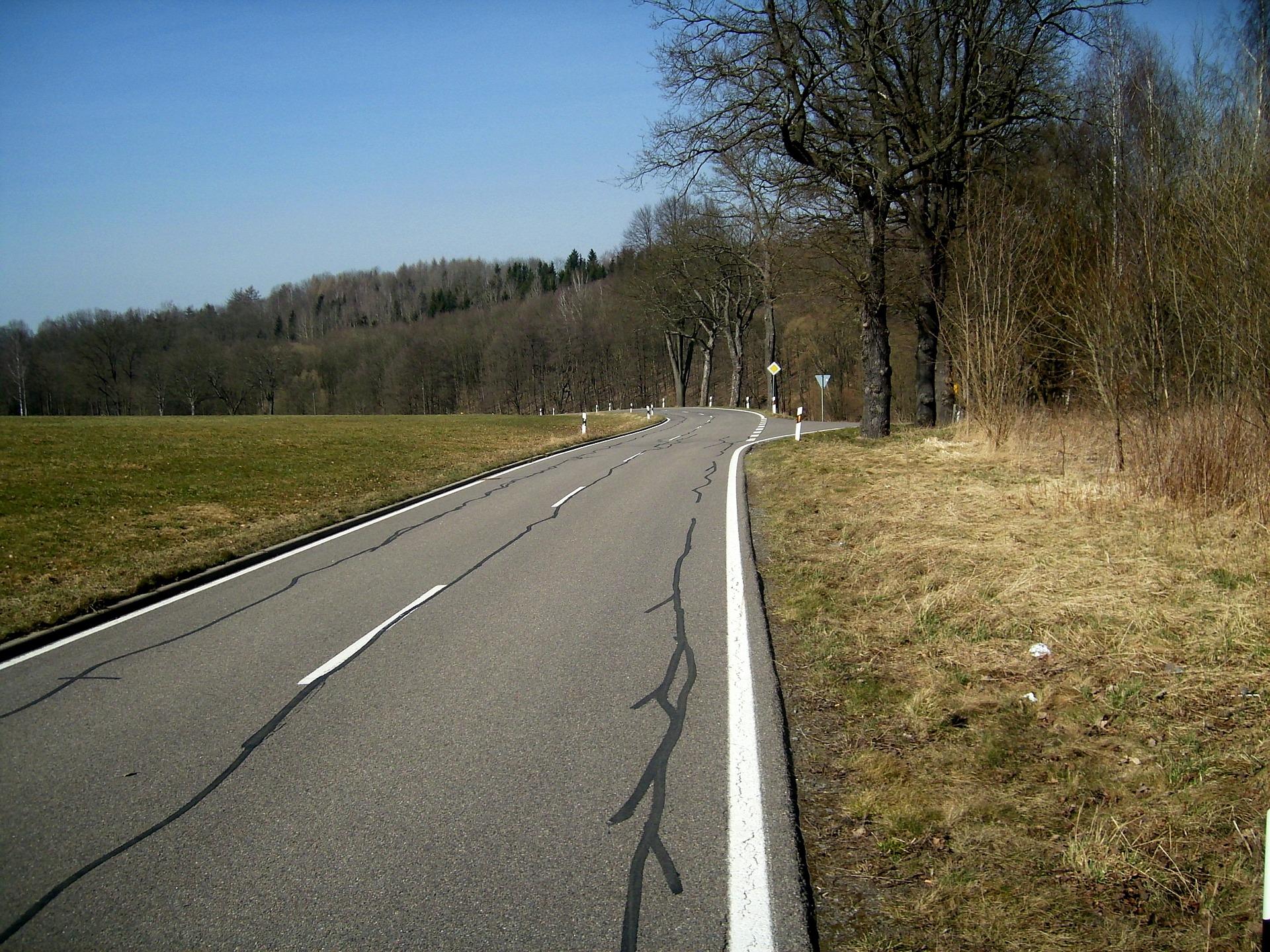 road-707038_1920